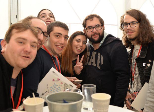Los jóvenes de Menudos felices de tener un día más para poder compartir