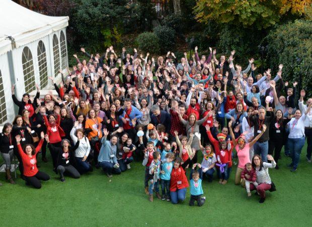 Familias, voluntarios, colaboradores, patronato y equipo técnico. Todos unidos en este gran día.