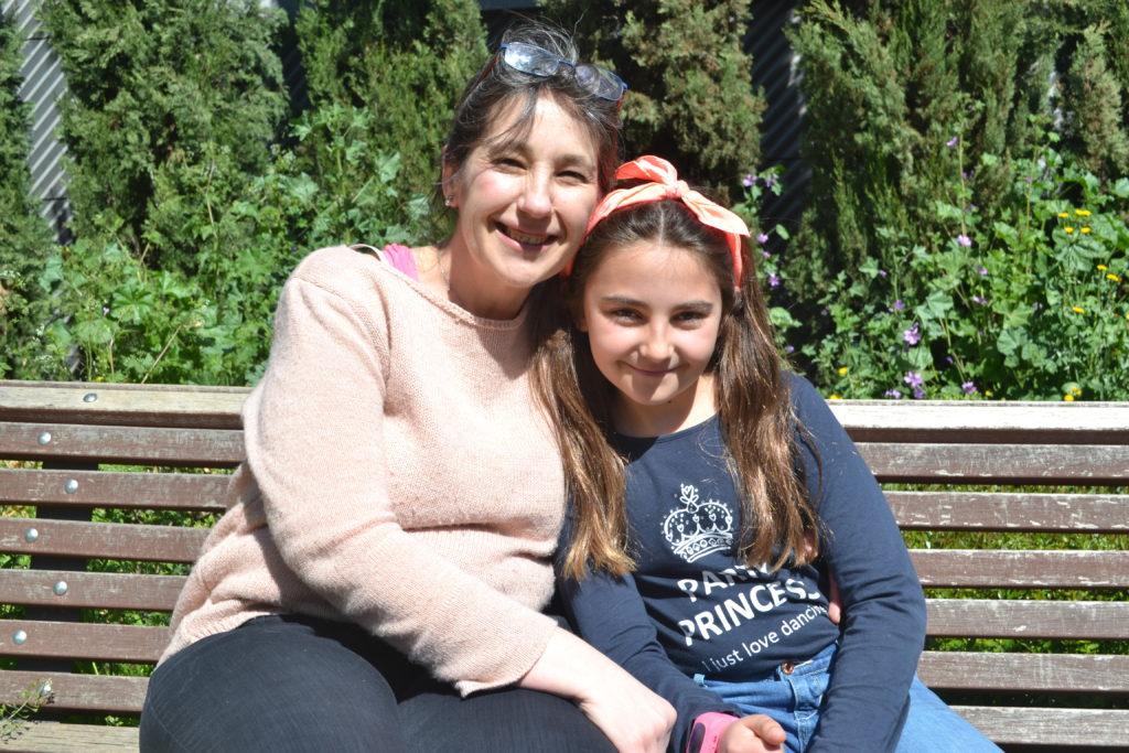 Ruth y su madre, Natalia.