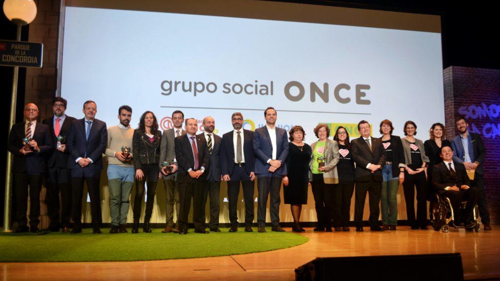 Foto de grupo de los galardonados con el Premio Solidarios ONCE Comunidad de Madrid 2019