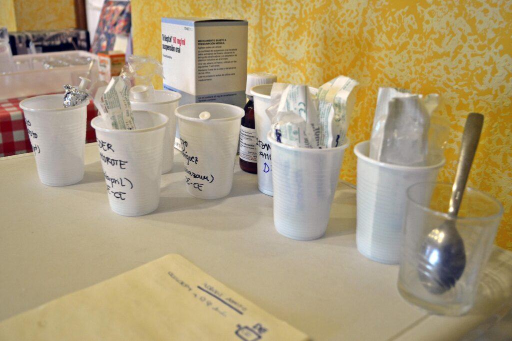 Imagen de la medicación en el puesto de enfermería del campamento de Menudos Corazones