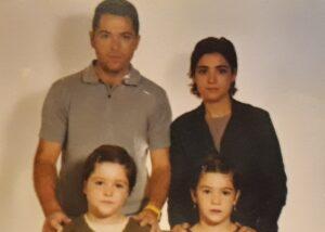 María Isabel y Jenni junto a sus padres