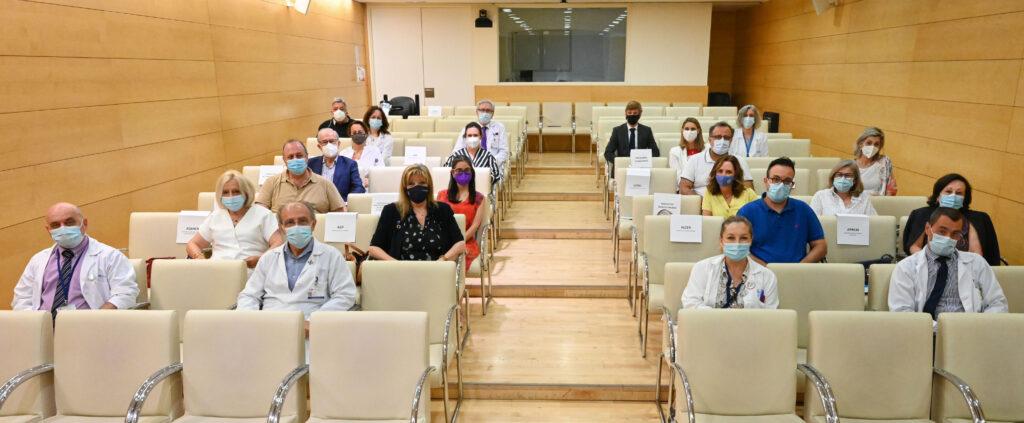 Representantes de pacientes y autoridades presentes en la constitución del Foro de Pacientes del Hospital Gregorio Marañón